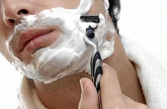 Barba e rasatura possono sprecare molta acqua