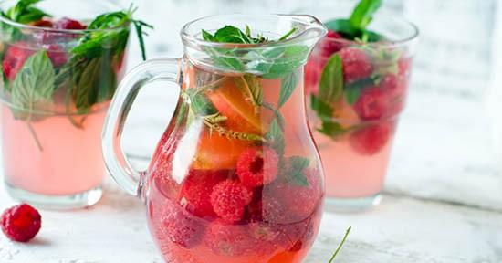Acqua aromatizzata ai frutti di bosco