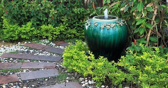 Fontana ad anfora per il giardino