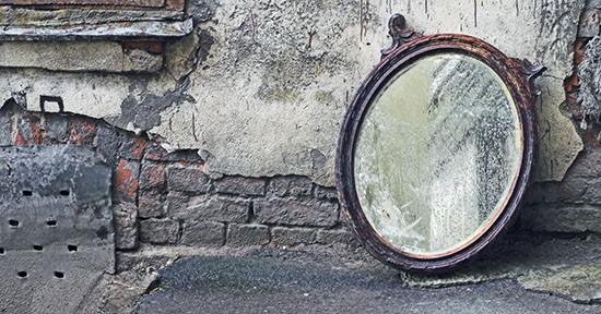Specchio su parete
