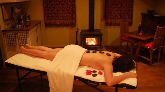 Massage_at_Witches_Falls_Cottages