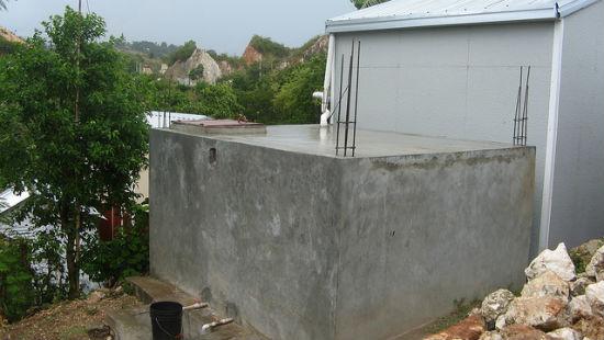 Barili di raccolta acqua piovana ad Haiti