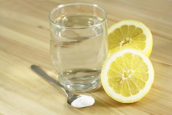 Bicarbonato con acqua e limone