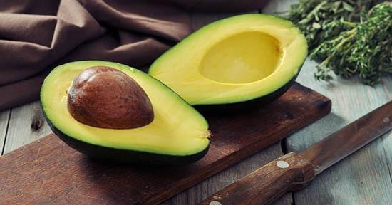 Antipasto a base di avocado