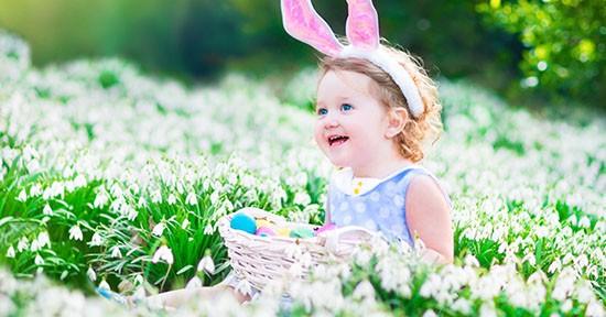 Bambina a Pasqua