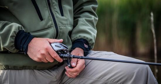 Il luccio è dotato di denti affilati, per questo la tecnica prediletta per la pesca è lo spinning.