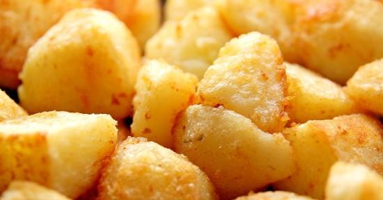 Lo scorfano al forno con patate è una ricetta veloce e gustosa.