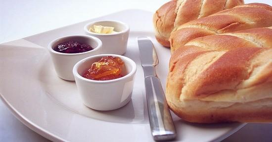 La marmellata di nespole è ideale per una colazione sana e bilanciata
