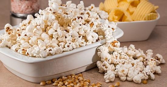 Popcorn sale e burro