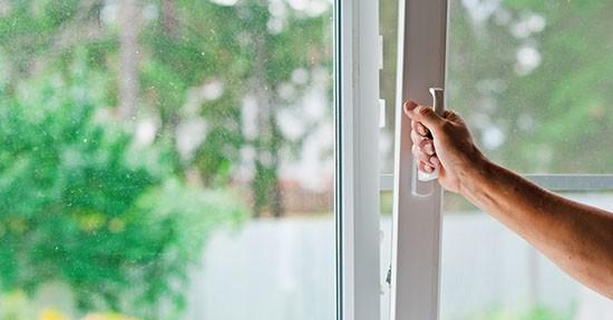 Zanzariera su finestra