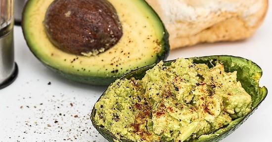 L'avocado è l'ingrediente principale della salsa guacamole.