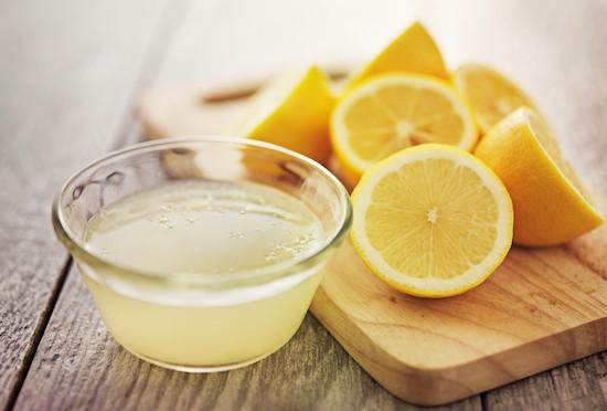 Limone, succo e frutto: rimedi naturali contro l'epistassi