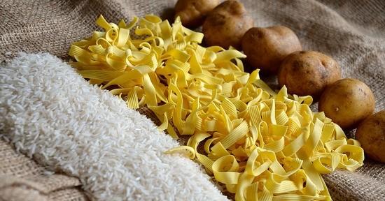 Il macronutriente maggiormente disponibile nelle patate sono i carboidrati, come per pasta e riso