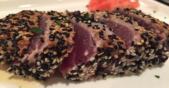 Le calorie e i valori nutrizionali del tonno variano in base agli ingredienti con cui è cucinato