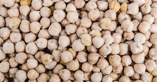 La farina di ceci è alla base di diverse ricette tipiche locali, quali la farinata genovese.
