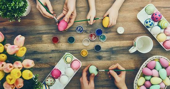 Preparazione uova di Pasqua