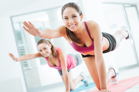 Pilates Matwork, donna in palestra