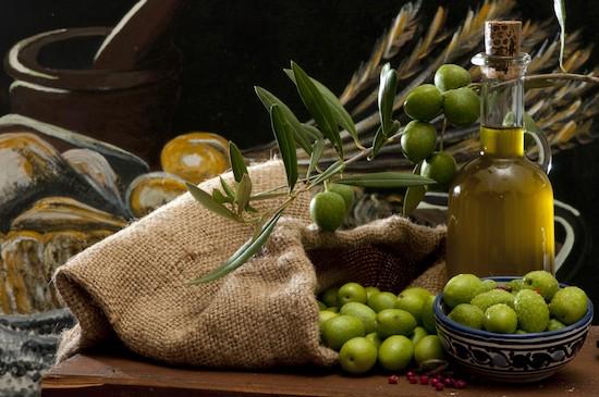 L'olio d'oliva è uno dei capisaldi della Dieta Mediterranea.