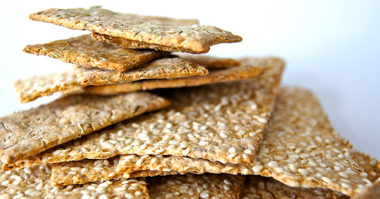 L'apporto calorico dei crackers è influenzato dalla provenienza industriale o artigianale del prodotto.