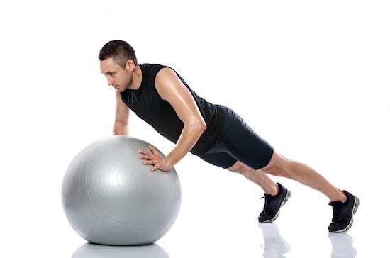 Pilates, esercizio con palla
