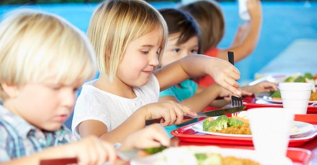 Bambini mangiano, mensa