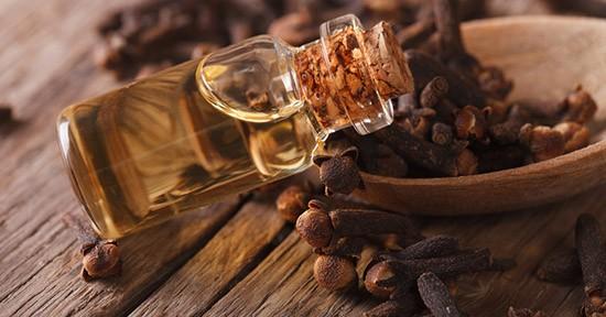 Chiodi di garofano e olio