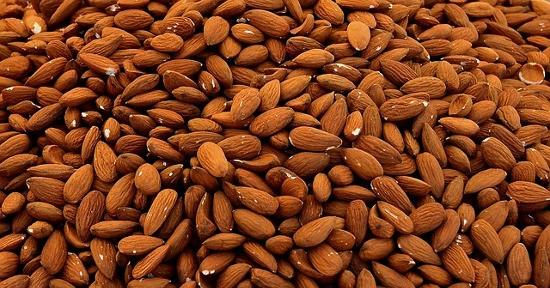 Alimenti che contengono Vitamina B9: Mandorle