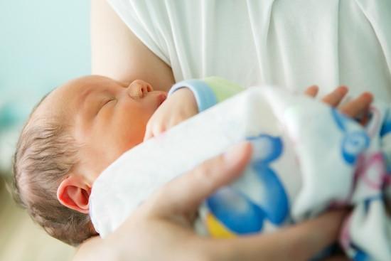 Neonato nel reparto maternità