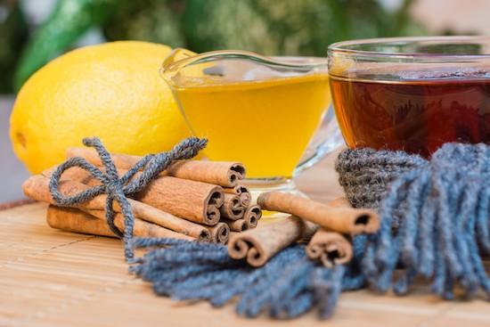 Tè limone, miele e cannella