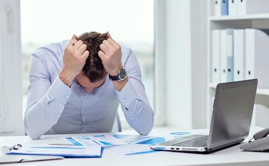 Uomo sotto stress