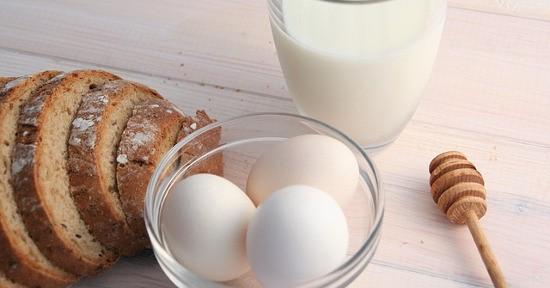 Latte uova pane