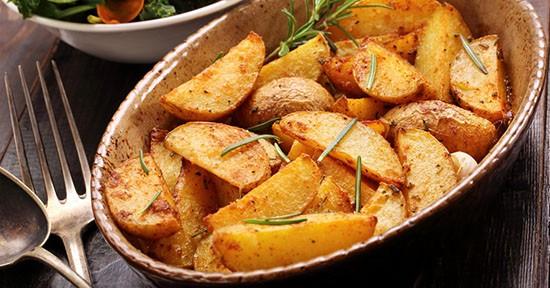 Patate al forno con peperoncino