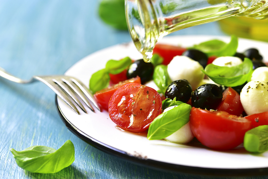 Insalata caprese con olive
