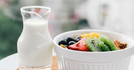 Latte e frutta