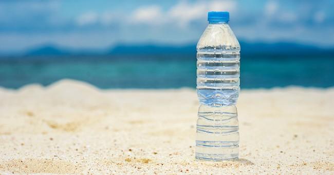Acqua in bottiglia, mare