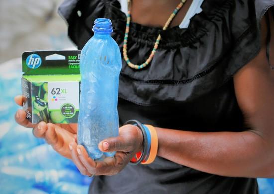 Haiti: il progetto HP per l'impiego delle bottiglie di plastica da impiegare nella produzione delle cartucce