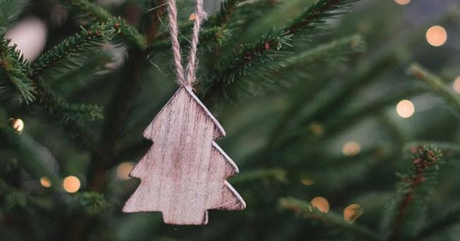 Albero Natale legno_pexels-photo-704219