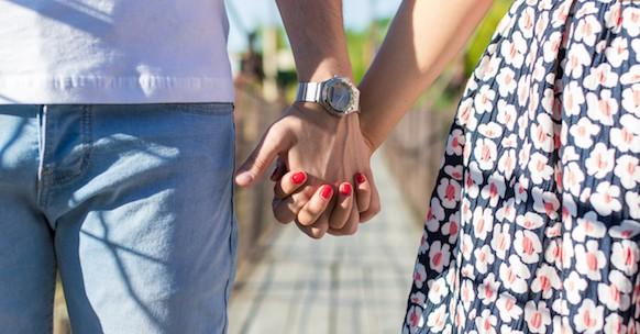 Coppia mano nella mano, idea San Valentino