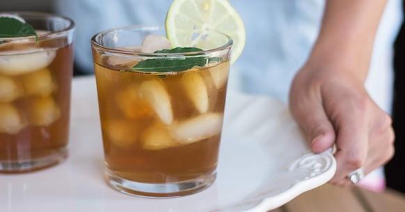Tè freddo nei bicchieri
