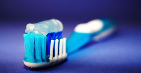 Dentifricio con microsfere