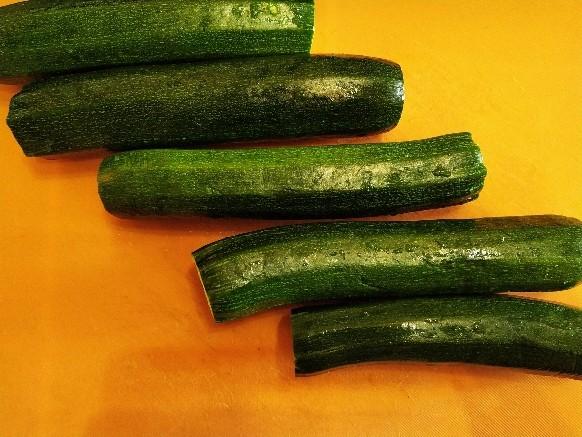 Zucchine non pelate: ricetta per la parmigiana con la menta