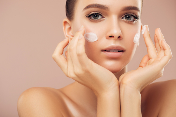 Crema viso antimacchie: di cosa si tratta?