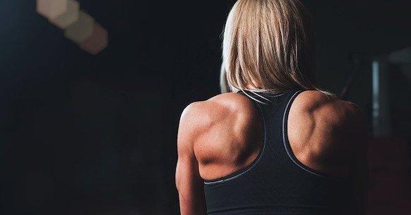 Donna spalle