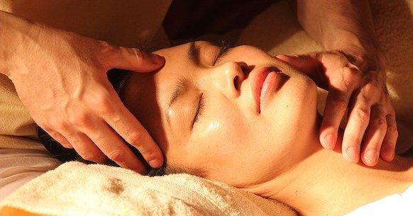 Massaggio cervicale collo