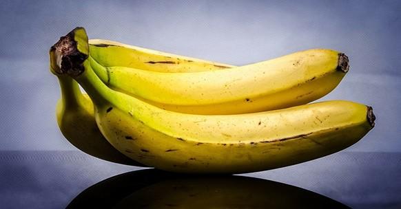 Banane sul tavolo