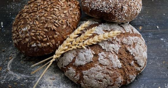 Pane integrale colazione mediterranea
