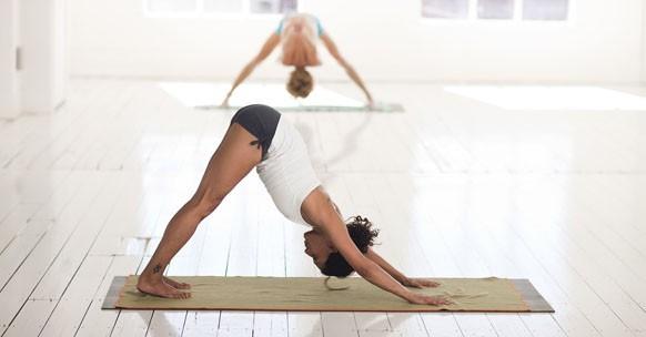 yoga benefici fisici cuore