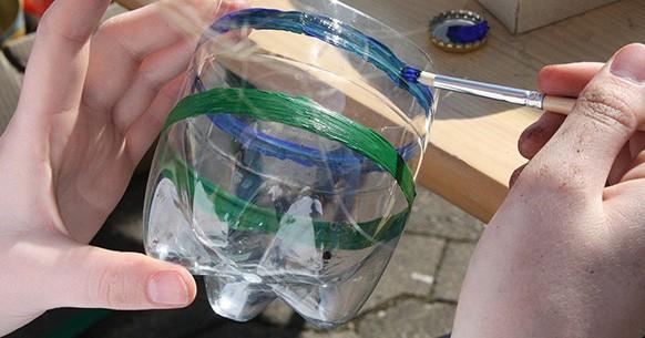 Decorare bottiglia di plastica