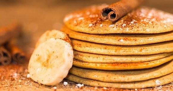 Ricetta pancake proteici banane e cannella