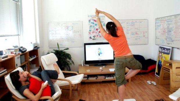 Tre posizioni Yoga da scrivania, per distendersi in ...